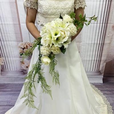 【造花ウェディングブーケ】白いバラとグリーンのブライダルブーケ/ブートニアセット/bq-0041